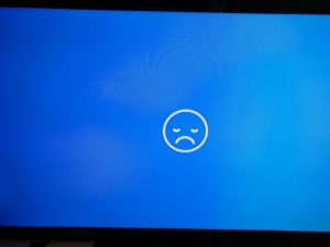 November built of OSMC failing to install properly on Gen 1 Apple TV displays a white sad face on blue background